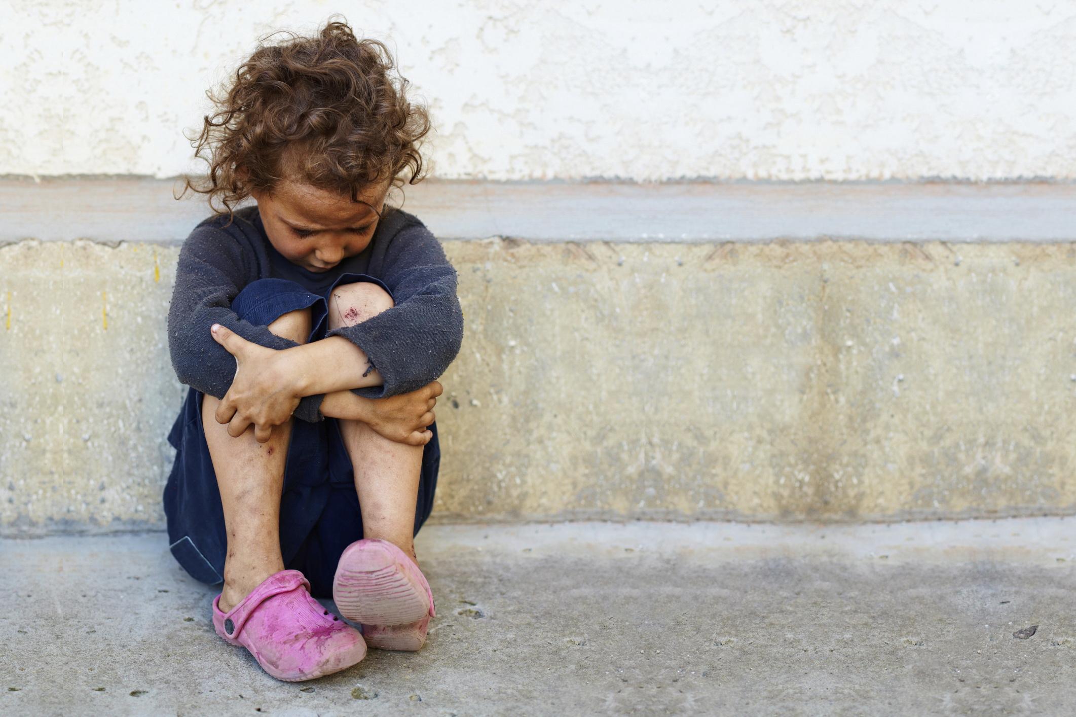 bambino povero e triste