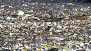 Un pescatore nel great pacific garbage