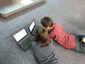 bambini su internet