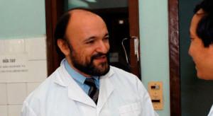 1956: nasce Carlo Urbani, medico italiano. Fu la prima persona a identificare e classificare la Sindrome Respiratoria Acuta Grave (SARS), l