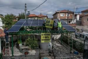 pannelli solari sul tetto della moschea del villaggio turco di Yirca e pure sul tetto di una scuola, scongiurando così il pericolo di una centrale a carbone.