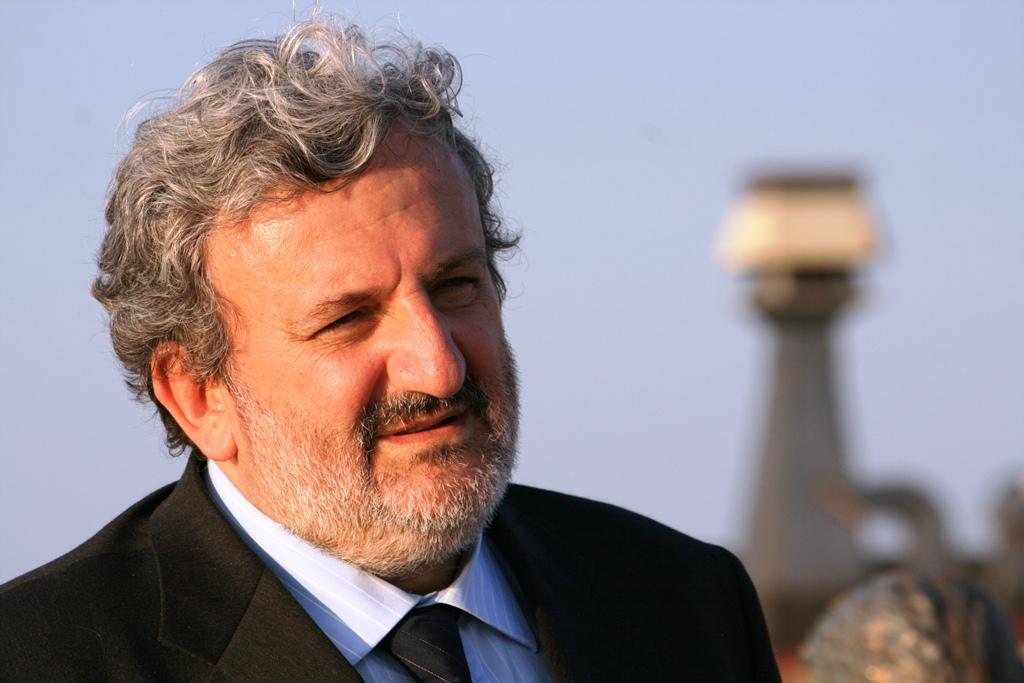 Michele Emiliano ha firmato la delibera che andrà in giunta per il reddito di dignità