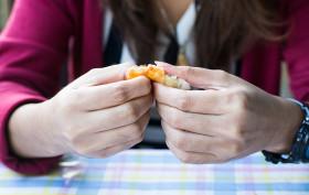 """""""How far is too far"""", l'app per riconoscere i sintomi dei disturbi alimentari degli adolescenti"""