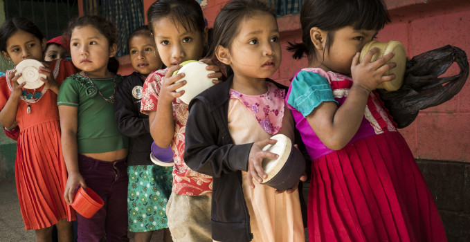 "rapporto di save the children ""Unequal portions. Ending malnutrition for every last child"""