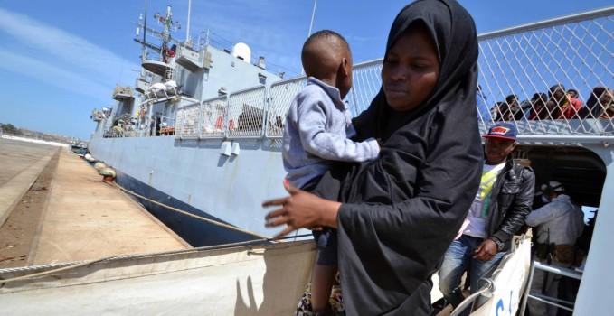 migranti-barconi-bambini