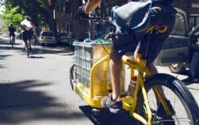 A Roma con Eadessopedala le consegne viaggiano su due ruote