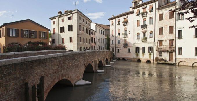 """a Treviso la mostra che conclude il progetto """"Scatto, dipingo e scrivo il mio coraggio"""""""