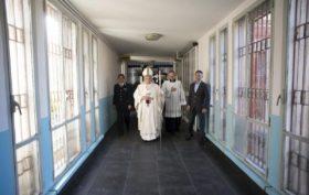 papa francesco in carcere
