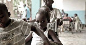 Tutti Uguali: la campagna per aiutare i bimbi disabili in Camerun