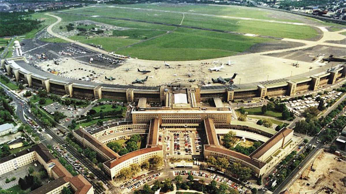 Aeroporto Berlino : Berlino aeroporto felicità pubblica
