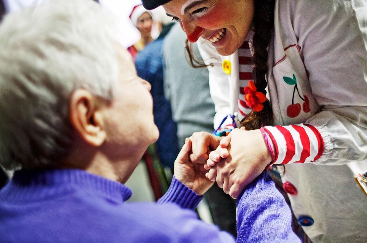 Ragusa: i nasi rossi portano un sorriso nel reparto oncologico dell'Ospedale Arezzo