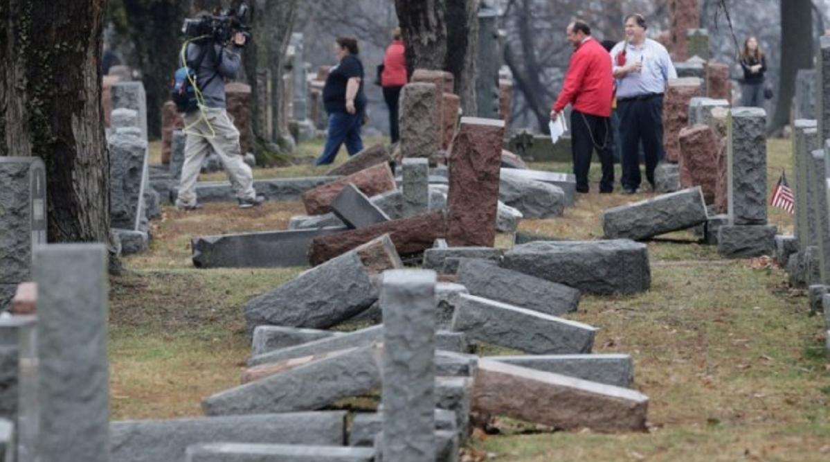 cimitero ebraico distrutto