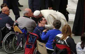 papa francesco disabili