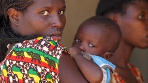 petrolio africa mamma bambino
